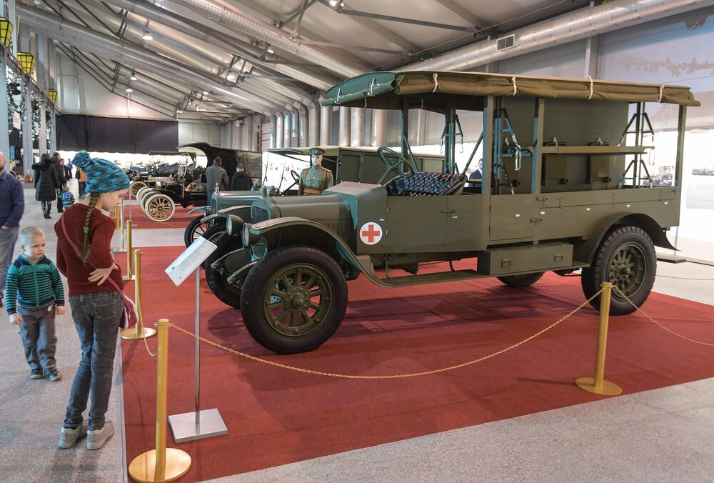 Old and Fashioned: Nicholas II Vintage Cars on Display in Moscow