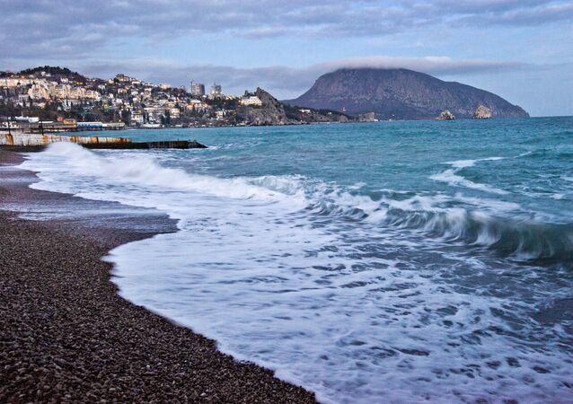 The Black Sea coast and Mount Ayu-Dag in Gurzuf.