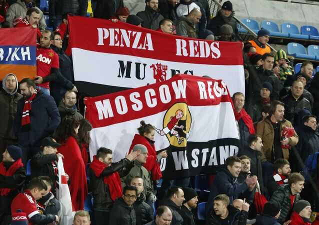 The mainstream media is trying its best to conjure fears of so-called Russian football hooligans, Mikhail Starov, President of Manchester United's official fan-club in Russia, told Sputnik