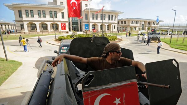 A member of the Turkish security forces sits inside an armored vehicle outside the newly opened Turkish embassy in Mogadishu on June 3, 2016 - Sputnik International