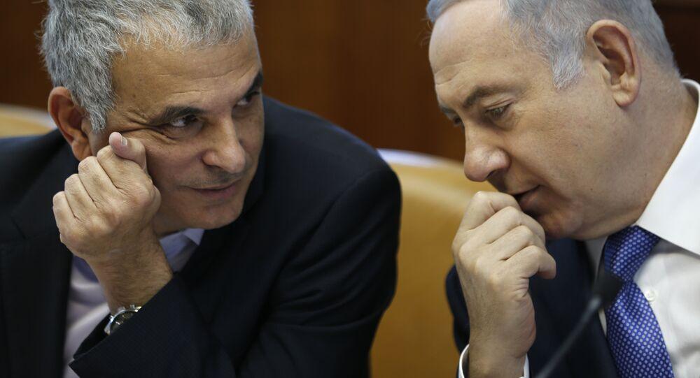 Israeli Prime Minister Benjamin Netanyahu (R) talks to Moshe Kahlon, Israel's Finance Minister, during the weekly cabinet meeting in Jerusalem, on January 31, 2016