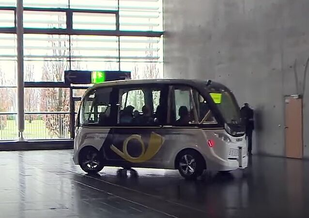 CeBIT Expo Presents Self Driving Buses