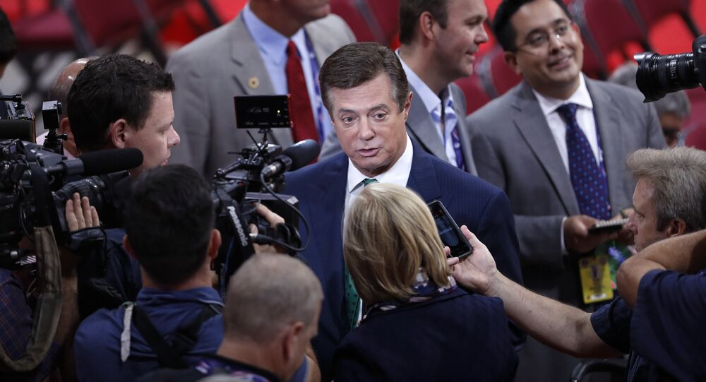 Paul Manafort is surrounded by reporters on the floor of the Republican National Convention in Cleveland. (File)