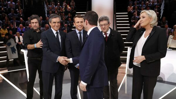 Candidates for the 2017 presidential election (LtoR) Francois Fillon, former French Prime Minister, member of the Republicans and candidate of the French centre-right, Emmanuel Macron, head of the political movement En Marche !, or Onwards !, Jean-Luc Melenchon of the French far left Parti de Gauche, Marine Le Pen, French National Front (FN) political party leader and Benoit Hamon of the French Socialist party (PS) pose before a debate organised by French private TV channel TF1 in Aubervilliers, outside Paris, France, March 20, 2017. - Sputnik International