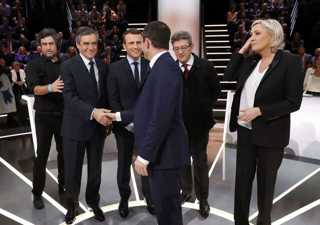 Candidates for the 2017 presidential election (LtoR) Francois Fillon, former French Prime Minister, member of the Republicans and candidate of the French centre-right, Emmanuel Macron, head of the political movement En Marche !, or Onwards !, Jean-Luc Melenchon of the French far left Parti de Gauche, Marine Le Pen, French National Front (FN) political party leader and Benoit Hamon of the French Socialist party (PS) pose before a debate organised by French private TV channel TF1 in Aubervilliers, outside Paris, France, March 20, 2017.
