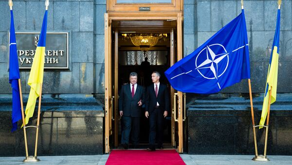 Ukrainian President Petro Poroshenko (right) and NATO Secretary General Jens Stoltenberg are seen here after a meeting of the Defense and Security Council of Ukraine - Sputnik International