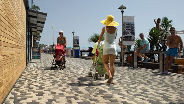 Mothers with baby-strollers walk on the waterfront running along Massandra Beach, Yalta - Sputnik International