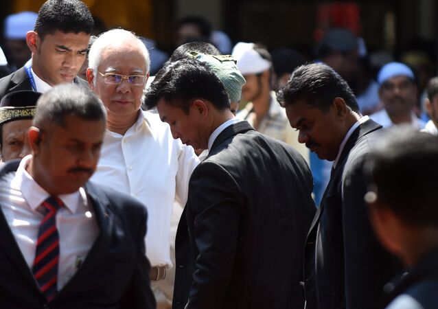 Prime Minister of Malaysia Najib Razak (2nd L) looks on after offering afternoon prayers at a mosque in Chennai on March 31, 2017, during an official visit to India