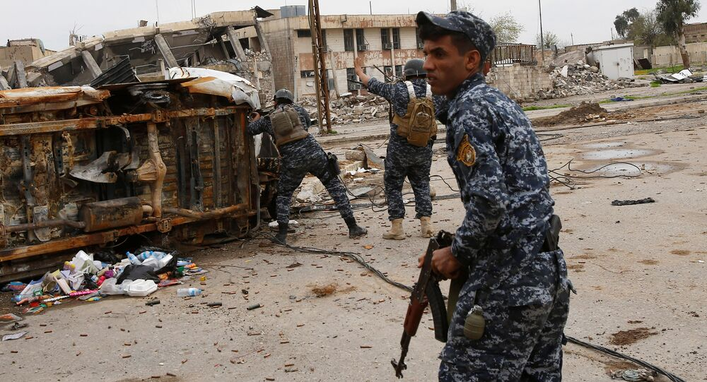 Federal police members take cover during a battle with Islamic State fighters at Bab al Beed district in the old city of Mosul, Iraq, March 31, 2017