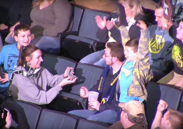 Girl proposes to boyfriend during Kiss Cam