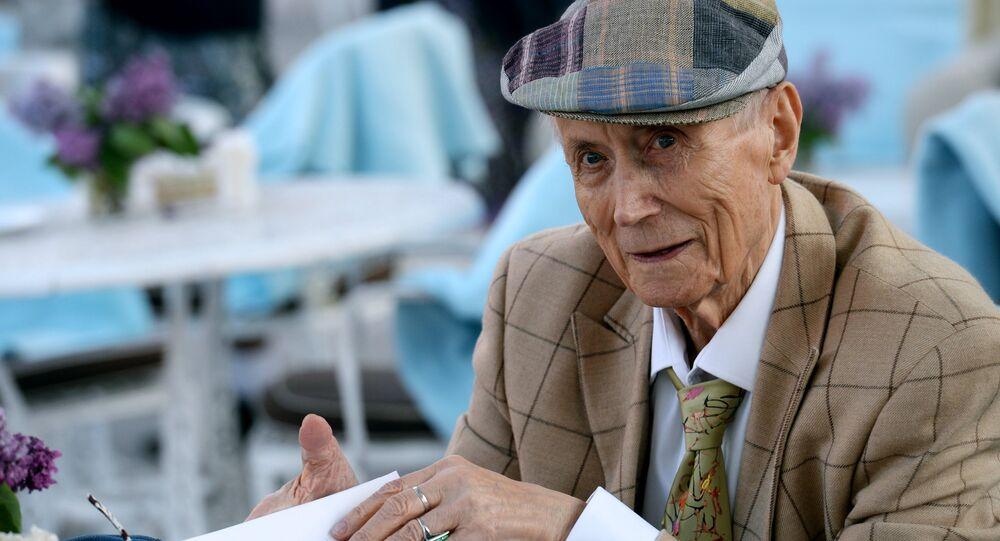 Poet Yevgeny Yevtushenko. File photo