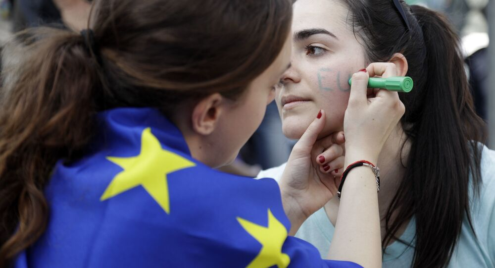 Demonstrators prepare to take part into a demonstration in support of the European Union in Rome, Saturday, March 25, 2017, the day leaders of the European Union gathered in Rome to mark the 60th anniversary of the bloc