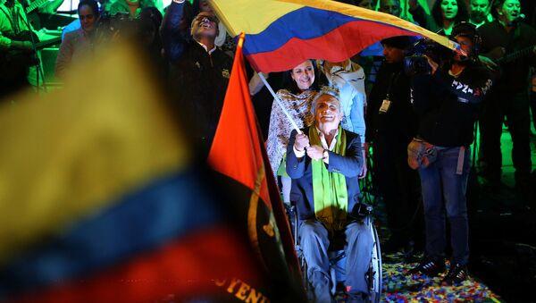 Ecuadorean presidential candidate Lenin Moreno (C) gives a speech alongside Ecuadorean President Rafael Correa (L) during a national election day at a hotel in Quito, Ecuador April 2, 2017 - Sputnik International