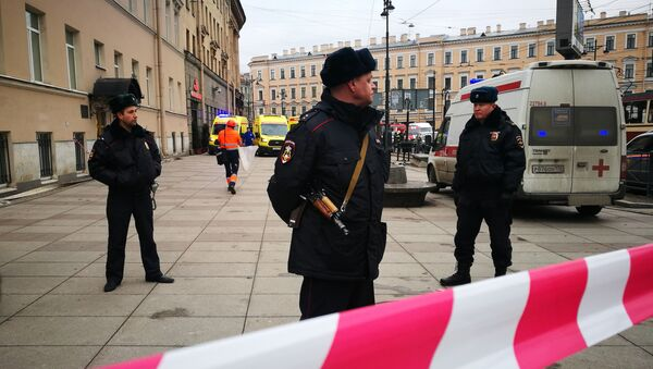 Police officers guard the area at the entrance to Technological Institute metro station in Saint Petersburg on April 3, 2017 - Sputnik International