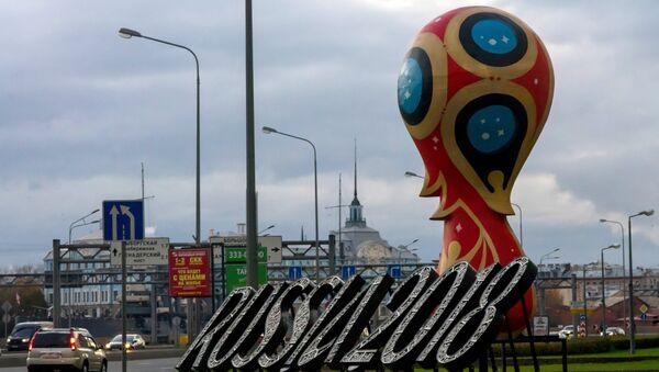 2018 FIFA World Cup emblem installed in St Petersburg - Sputnik International