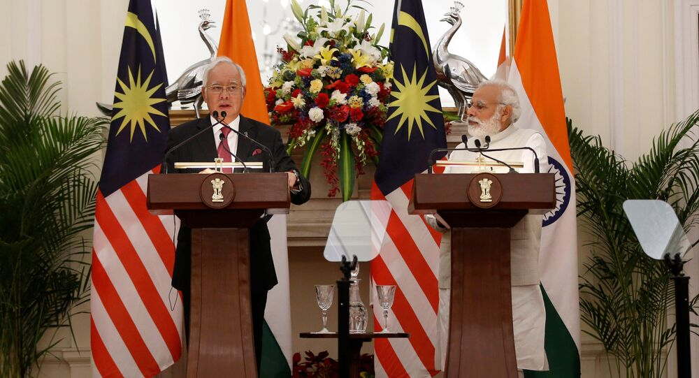 Malaysia's Prime Minister Najib Razak (L) reads a joint statement as his Indian counterpart Narendra Modi watches at Hyderabad House in New Delhi, India, April 1, 2017