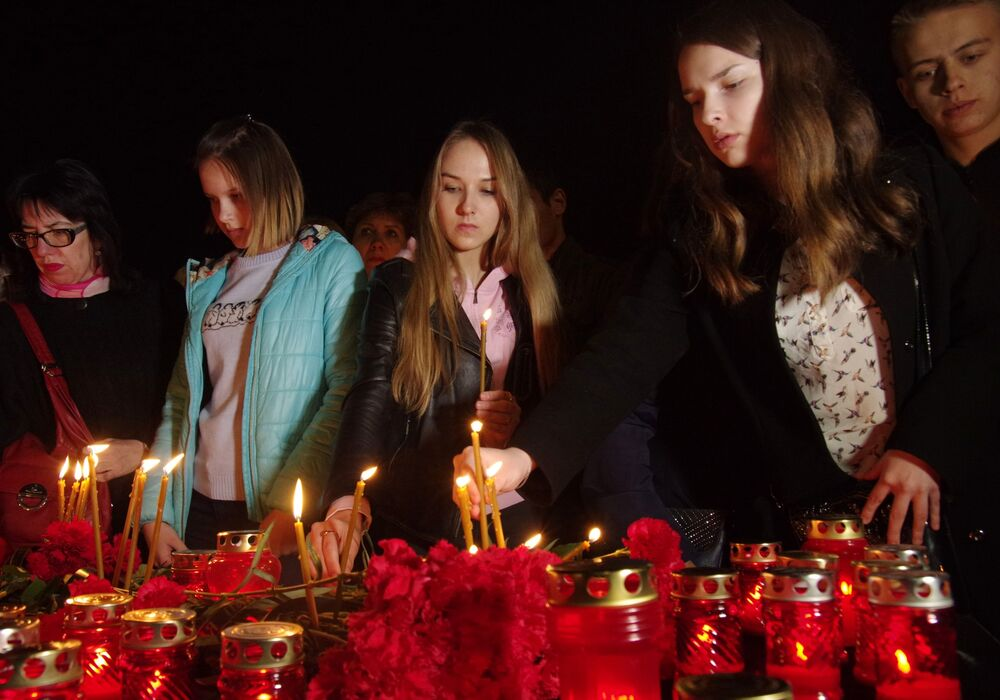 People Lay Flowers to Commemorate the Victims of St. Pete Metro Blast