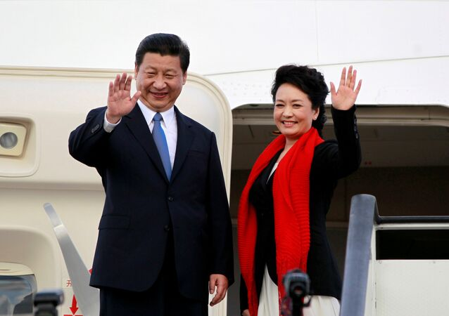 Chinese President Xi Jinping (L) and First Lady Peng Liyuan. (File)