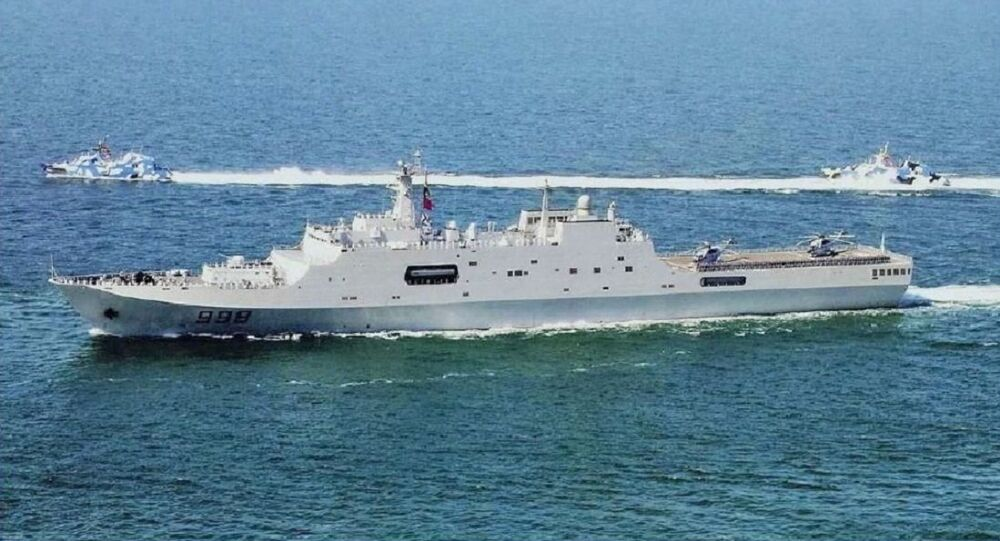 Kunlun Shan escorted by two Houbei Type 022 missile boats underway (2010)