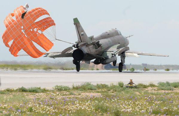 Syrian Air Force Base Back in Operation One Day After US Missile Attack - Sputnik International