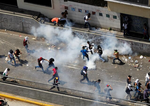 Demonstrators react during clashes with the riot police during a rally in Caracas, Venezuela, April 8, 2017