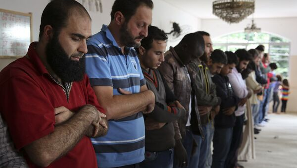In this May 15, 2015 photo, Syrian refugee Abdulhannan Mouhammed, left, attends Friday prayer at a mosque in Sao Paulo, Brazil - Sputnik International