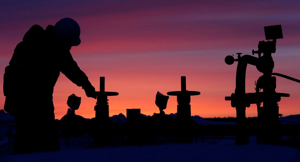 A worker checks the valve of an oil pipe at an oil field owned by Russian state-owned oil producer Bashneft near the village of Nikolo-Berezovka, northwest of Ufa, Bashkortostan, Russia. File photo.