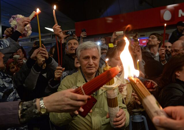 Believers at the ceremony to meet the Holy Fire at Vnukovo airport. (File)
