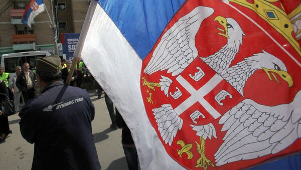 Kosovo Serb caring Serbian flag during the protest against recognition of Kosovo as an independent state, in the northern Serb-dominated part of the ethnically divided town of Mitrovica, Kosovo, Monday, April 22, 2013 - Sputnik International