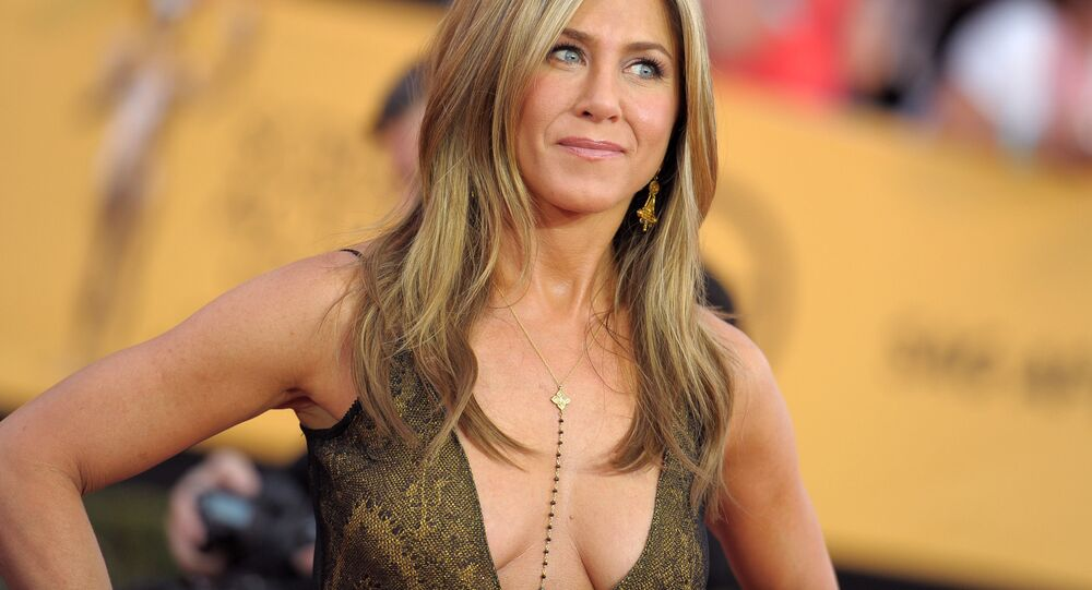 Jennifer Aniston arrives at the 21st annual Screen Actors Guild Awards at the Shrine Auditorium on Sunday, Jan. 25, 2015, in Los Angeles.