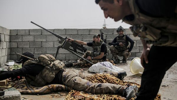 Soldiers with the Iraqi special forces look out on Islamic State group positions from a rooftop in west Mosul as fighting continues, Monday, April 24, 2017 - Sputnik International