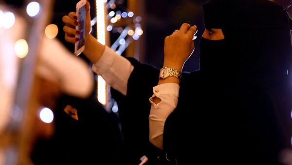 A woman takes a selfie during during celebrations for naming Abha as 'Capital of Arab Tourism', in Abha, Saudi Arabia April 18, 2017. Picture taken April 18, 2017. - Sputnik International