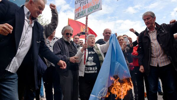 Demonstrators burn NATO flag during anti-NATO protest as Montenegro's parliament discuss ratification of NATO membership agreement in Cetinje, Montenegro, April 28, 2017 - Sputnik International