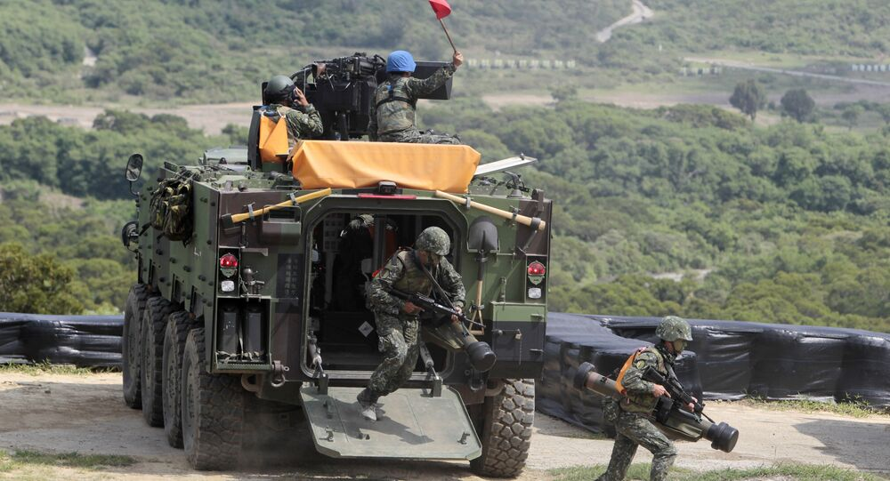 Taiwanese soldiers carrying anti-tank Apilas weapons exit a CM33 Fighting Vehicle during the annual Han Kuang exercises. (File)