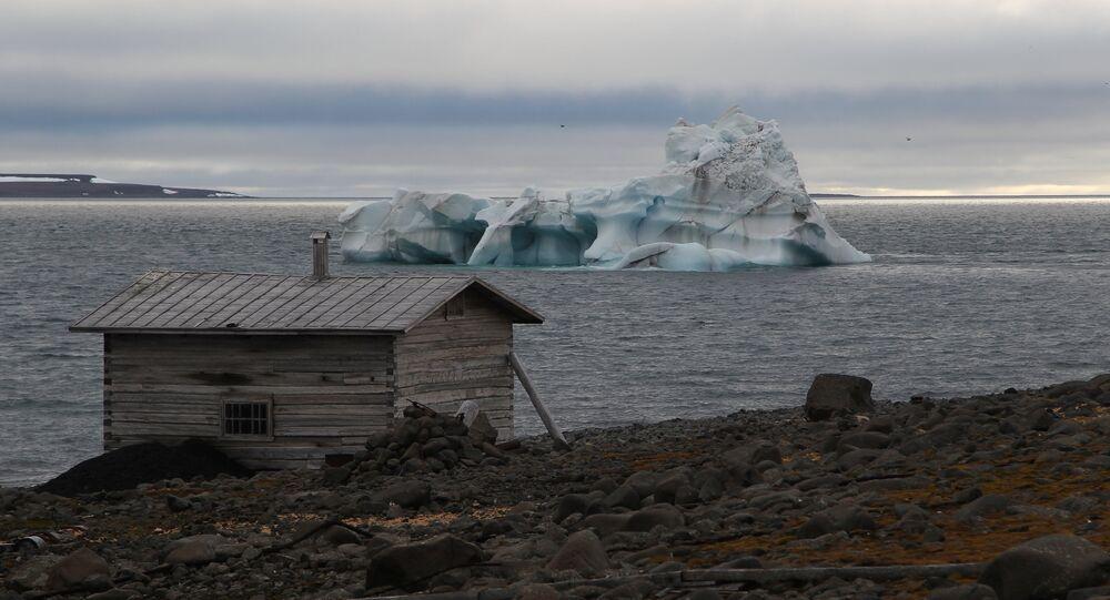 A wooden hut on the coast of the Tikhaya Bay, Hooker Island, Franz Josef Land archipelago.
