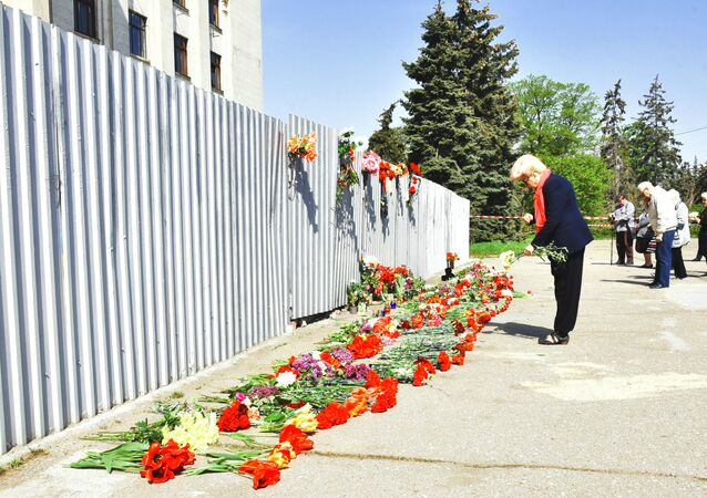 Odessa, Ukraine. People on Kulikovo Polye Square remember those killed in a May 2, 2014 fire at the local House of Trade Unions