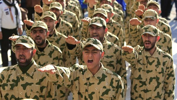Hezbollah fighters parade during a ceremony to honor fallen comrades, in Tefahta village, south Lebanon, Saturday, Feb. 18, 2017 - Sputnik International