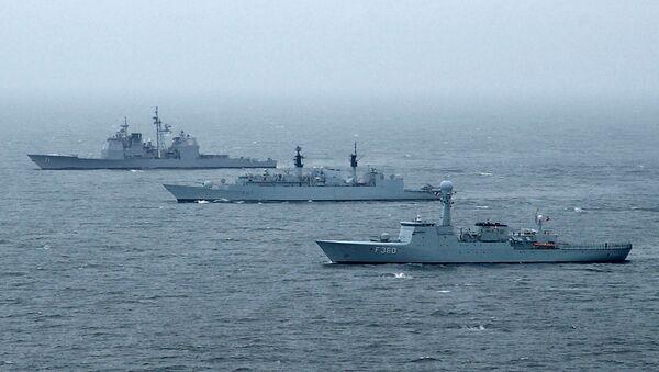 HDMS Hvidbjørnen (front) beside HMS Chatham and USS Cape St. George during international exercise BALTOPS - Sputnik International