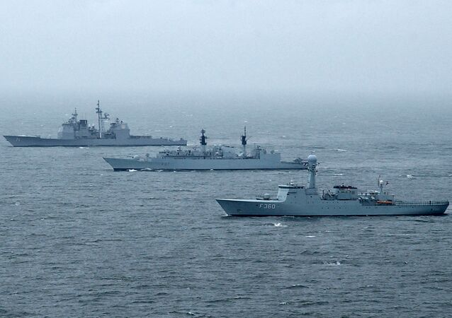 HDMS Hvidbjørnen (front) beside HMS Chatham and USS Cape St. George during international exercise BALTOPS