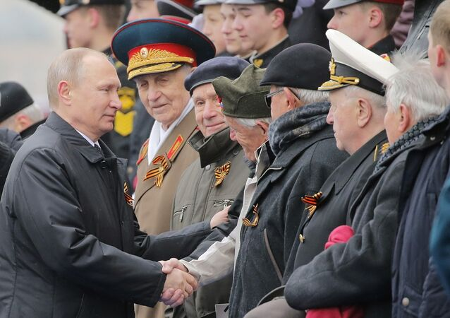 Moscow - Russia - 09/05/2017 - Russian President Vladimir Putin shakes hands with veterans after the the Victory Day military parade marking the World War II anniversary at Red Square in Moscow.