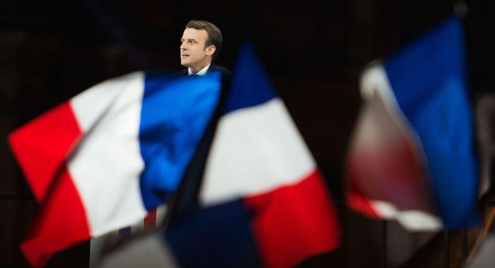 Лидер движения En Marche Эммануэль Макрон, победивший на президентских выборах во Франции, во время своей победной речи перед Лувром в Париже