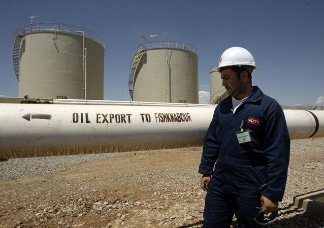 A worker is seen at the Tawke oil refinery near the village of Zacho, in the autonomous Iraqi region of Kurdistan (File)