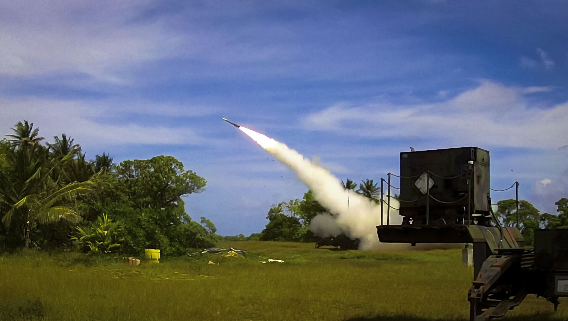 A Patriot Advanced Capability 3 (PAC-3) interceptor is launched from Omelek Island during MDA's historic integrated flight test on Oct. 24, 2012. - Sputnik International, 1920, 27.07.2021