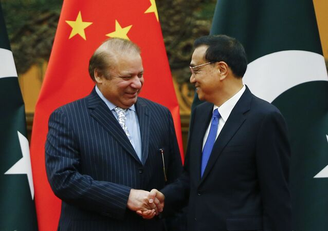 Chinese Premier Li Keqiang, right, and Pakistani Prime Minister Nawaz Sharif shake hands during a signing ceremony at the Great Hall of the People in Beijing, China, Saturday, May 13, 2017