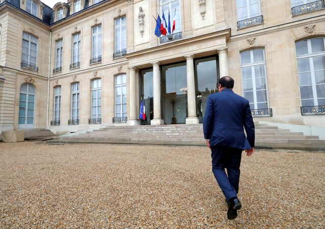 French President Francois Hollande walks to the Elysee palace in Paris, France, after a meeting with associations, May 3, 2017