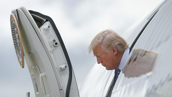 President Donald Trump steps out of Air Force One - Sputnik International