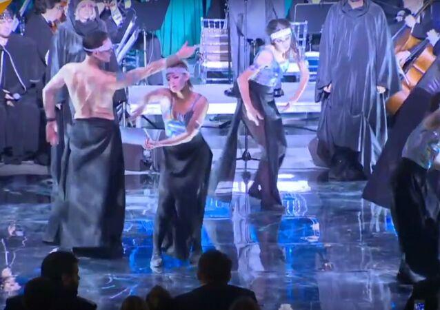 Elvish Opera Performed In Moscow Metro