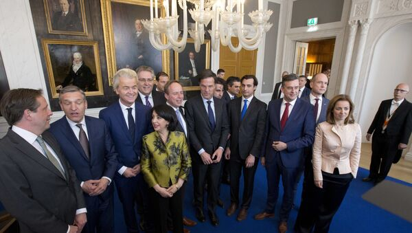 Dutch political party leaders pose for a group picture in The Hague, Netherlands, Thursday, March 16, 2017. - Sputnik International