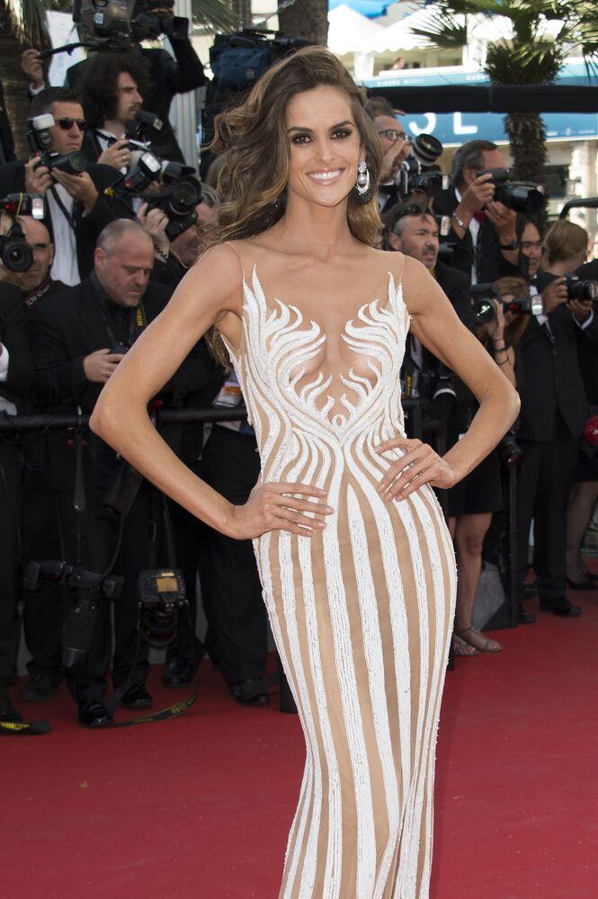 Italian Model Miriam Leone At Red Carpet Cannes Film Festival | Italian models, Red dress