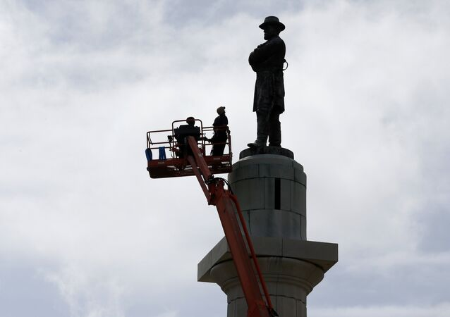 Workers prepare to take down the statue of Robert E. Lee, former general of the Confederacy, which stands in Lee Circle in New Orleans, Friday, May 19, 2017. The city is completing the Southern city's removal of four Confederate-related statues that some called divisive.